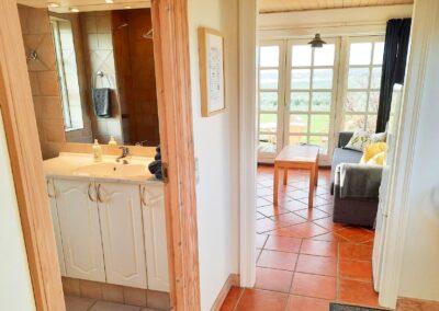 Stue og badeværelse i Hus Nord